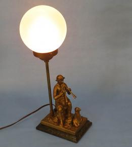 STAROZITNA ART DECO STOLNI FIGURALNI LAMPA PASACEK A OVCE 2