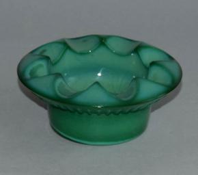 starozitny kulaty popelnik zelene sklo malachit