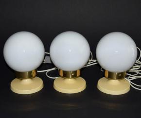STARA RETRO STOLNI LAMPA ELEKTROINSTALA JILOVE BAKELIT TRI STOLNI LAMPICKY