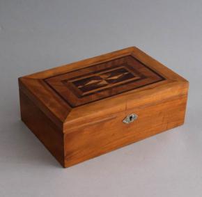 starozitna drevena sperkovnice intarzie kazeta drevo selakova politura