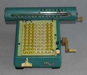 starozitna stolni pocitacka Nisa scitacka kalkulacka