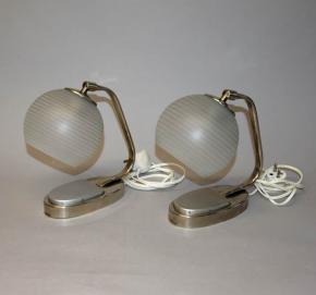 starozitne parove stolni lampicky niklovane funkcionalismus piskovane sklo s pruhy lampa lampicka
