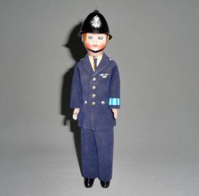 STAROZITNY PANACEK HRACKA SUVENYR ANGLICKY CETNIK POLICISTA