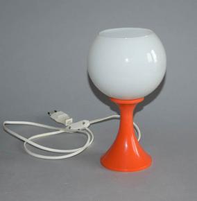 stara retro stolni lampicka lampa brusel oranzovy plast bile sklo