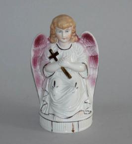 starozitna plastika andel s kridly kriz v naruci porcelan andilek soska rucni malba