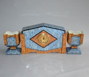 starozitne krbove hodiny art deco dve vazy oranzovomodra keramika made in france